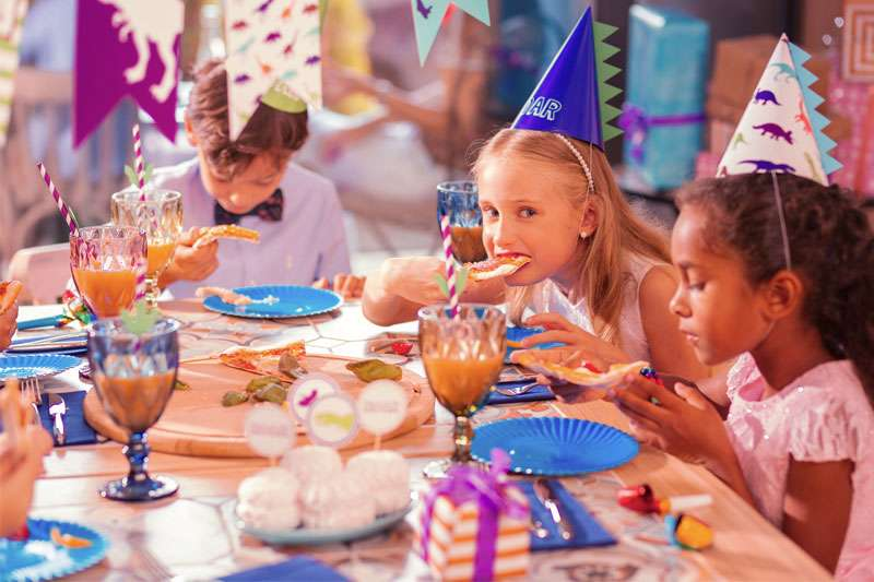 photo of a kids birthday party